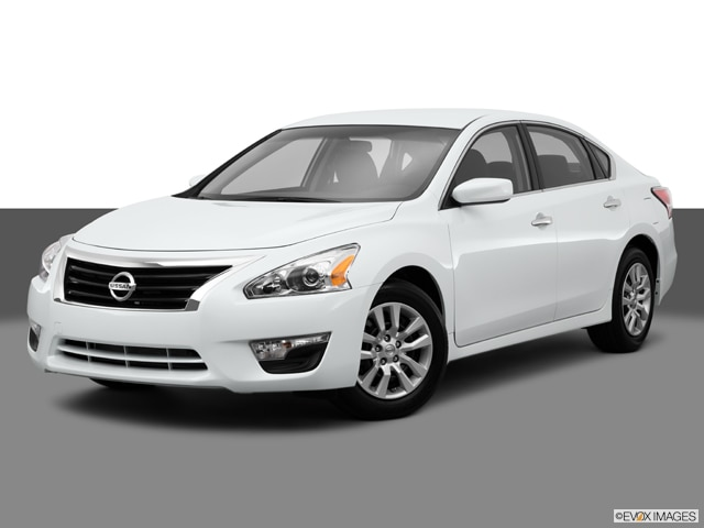 White Nissan Altima >> 2015 Nissan Altima Pricing Ratings Expert Review