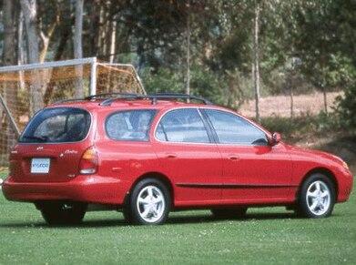 1998 Hyundai Elantra | Pricing, Ratings, Expert Review