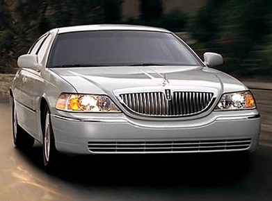 2010 Lincoln Town Car | Pricing, Ratings, Expert Review