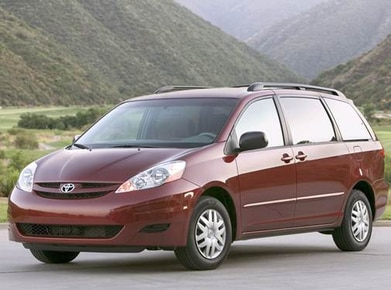 2010 Toyota Sienna | Pricing, Ratings, Expert Review