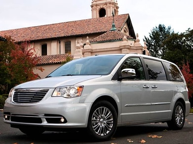 2017 Chrysler Town And Country >> 2016 Chrysler Town Country Pricing Ratings Expert Review