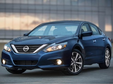 2017 Nissan Altima | Pricing, Ratings, Expert Review | Kelley Blue Book