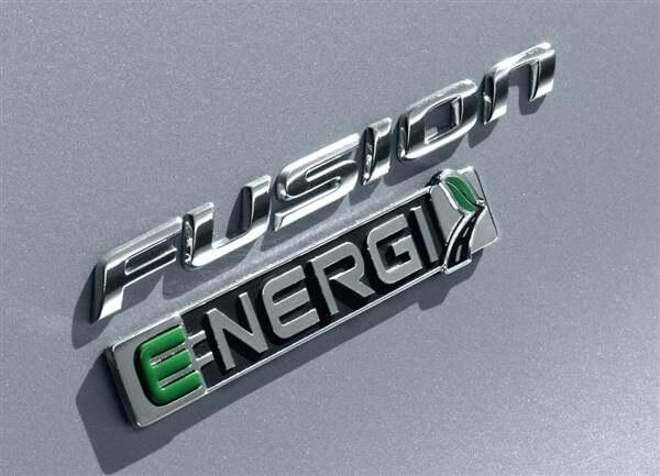 2013-ford-fusion-energi-badge-600-001