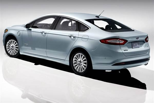 2013-ford-fusion-energi-rear-static-600-001