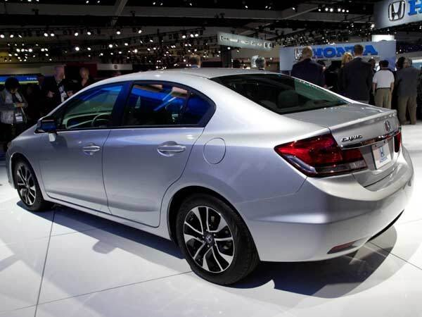 2013-civic-show-rear-600-600-001