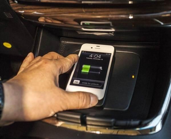 2013-toyota-avalon-qi-wireless-charging-detail1-600-001