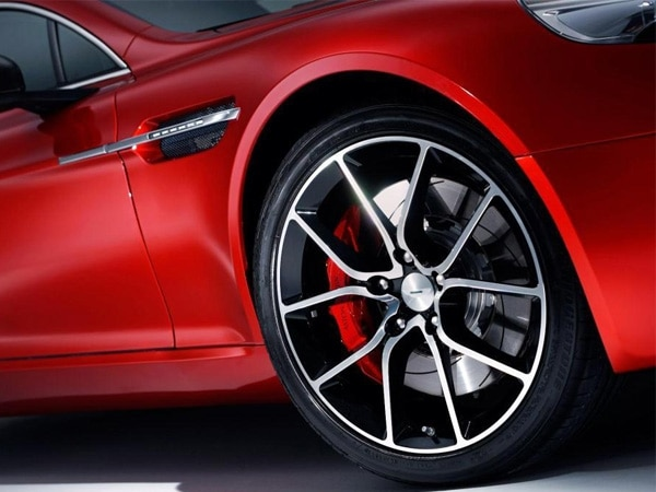 2014-aston-martin-rapide-s-wheel-fender-detail-600-001
