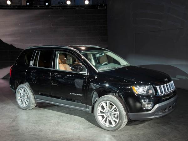 Revealed: 2014 Jeep Compass - Detroit 2013 - Kelley Blue Book