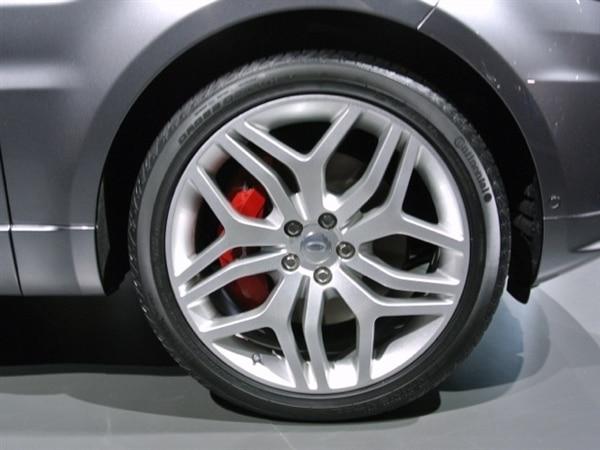 Revealed: 2014 Land Rover Range Rover Sport - New York 2013 7