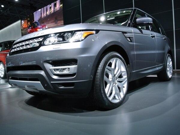 Revealed: 2014 Land Rover Range Rover Sport - New York 2013 8