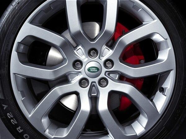 Revealed: 2014 Land Rover Range Rover Sport - New York 2013 44