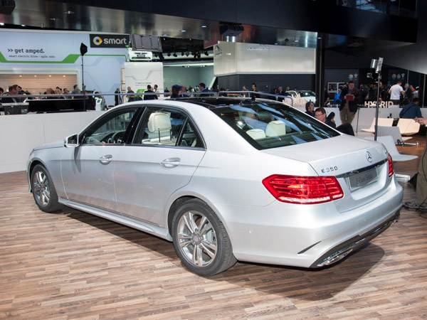 Revealed 2014 mercedes benz e class detroit 2013 for Mercedes benz blue book