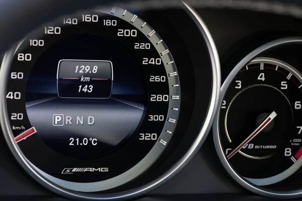 2014-e63-amg-4matic-sedan-&-wagon-(12)-600-001