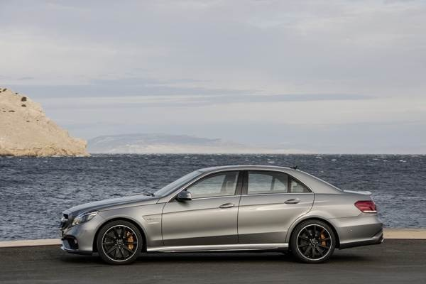 Revealed 2014 mercedes benz e63 amg 4matic s model for Mercedes benz e63 amg 2014