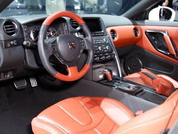 nissan-gt-r-interior-600-600-001