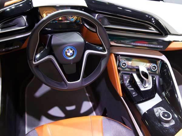 bmw-i8-interior-dash-600-001