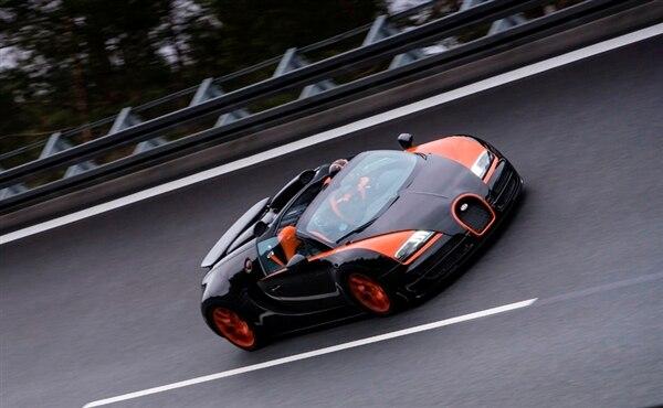 bugatti-164-veyron-grand-sport-vitesse-front-pan-action2-600-001