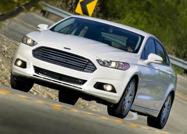 2013-ford-fusion-front-action-600-001