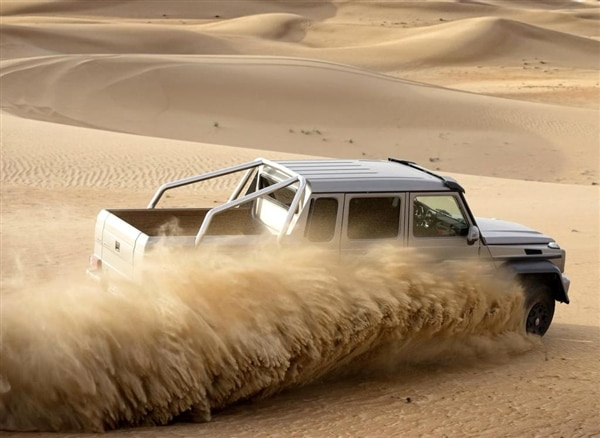 m-b-g63-amg-6x6-gray-action-throwing-sand-600-001