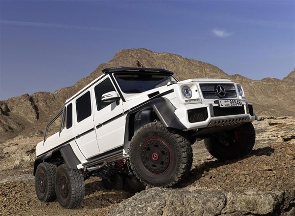 m-b-g63-amg-front-static-white-articulated-600-001