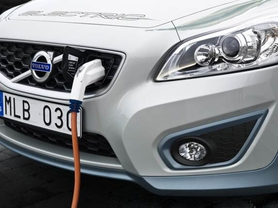 volvo-flexible-fast-charger-plug-in-port-600-001