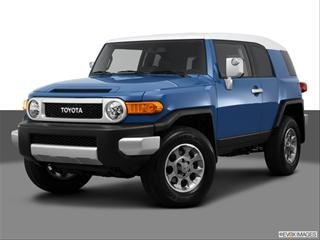 2013 Toyota FJ Cruiser Front angle medium view