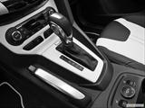 Gear shifter/center console photo