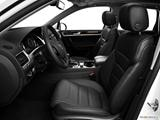 2014 Volkswagen Touareg Front seats from Drivers Side