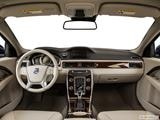 2015 Volvo XC70 Dashboard, center console, gear shifter view