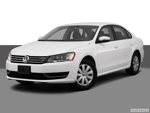 2013 Volkswagen Passat 4-door 2.5L S  Sedan Front angle medium view photo