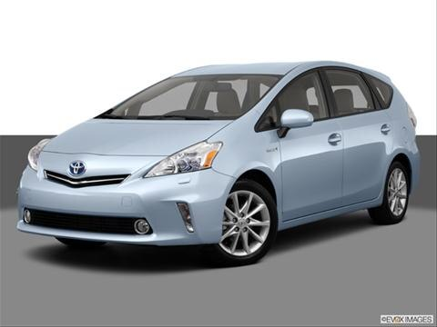 2013 Toyota Prius v 4-door Five  Wagon Front angle medium view photo