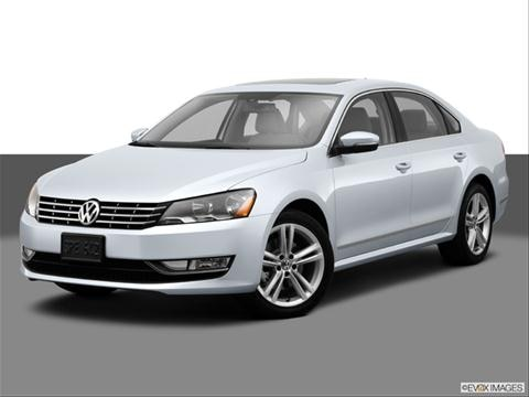 2014 Volkswagen Passat 4-door TDI SE  Sedan Front angle medium view photo