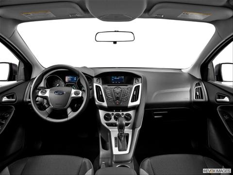 2014 Ford Focus 4-door SE  Hatchback Dashboard, center console, gear shifter view photo