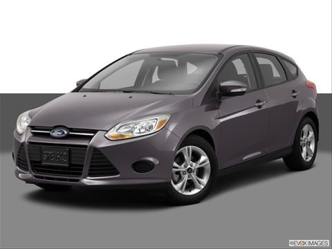 2014 Ford Focus 4-door SE  Hatchback Front angle medium view photo