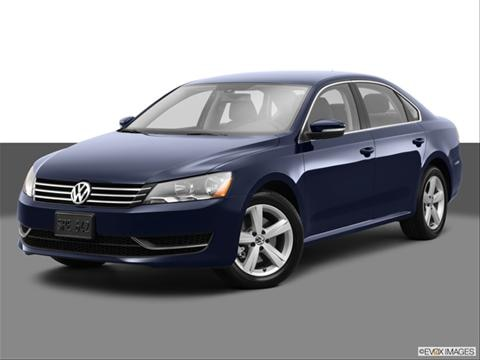 2014 Volkswagen Passat 4-door 1.8T S  Sedan Front angle medium view photo