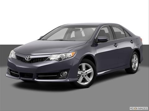 2014 Toyota Camry 4-door SE  Sedan Front angle medium view photo