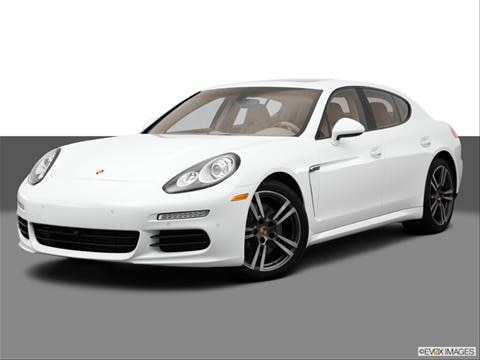 2014 Porsche Panamera 4-door   Sedan Front angle medium view photo