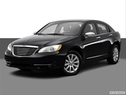 2014 Chrysler 200 4-door Limited  Sedan Front angle medium view photo