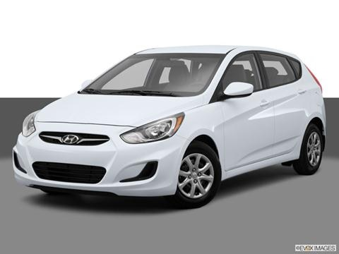 2014 Hyundai Accent 4-door GS  Hatchback Front angle medium view photo