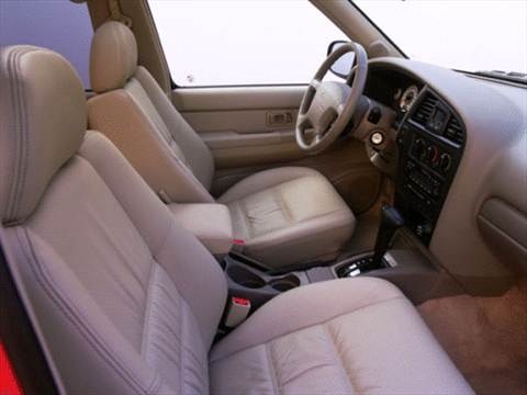 2001 Nissan Pathfinder XE Sport Utility 4D  photo