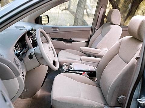 2004 Toyota Sienna CE Minivan 4D  photo