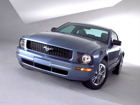 2005 Ford Mustang Deluxe Coupe 2D  photo